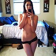 Teen bares it all in the mirror for her boyfriend - image