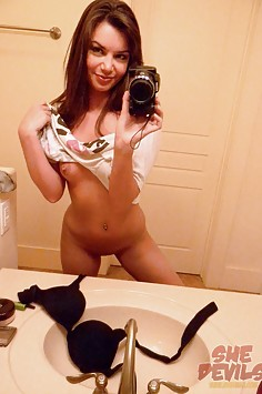 Sweet young mirror girl nude in these stolen pics