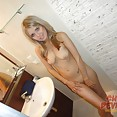 Candid nudes of gorgeous blonde babe in the bath room - image