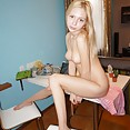 Big tits Russian blonde chick Vickie nude selfies - image